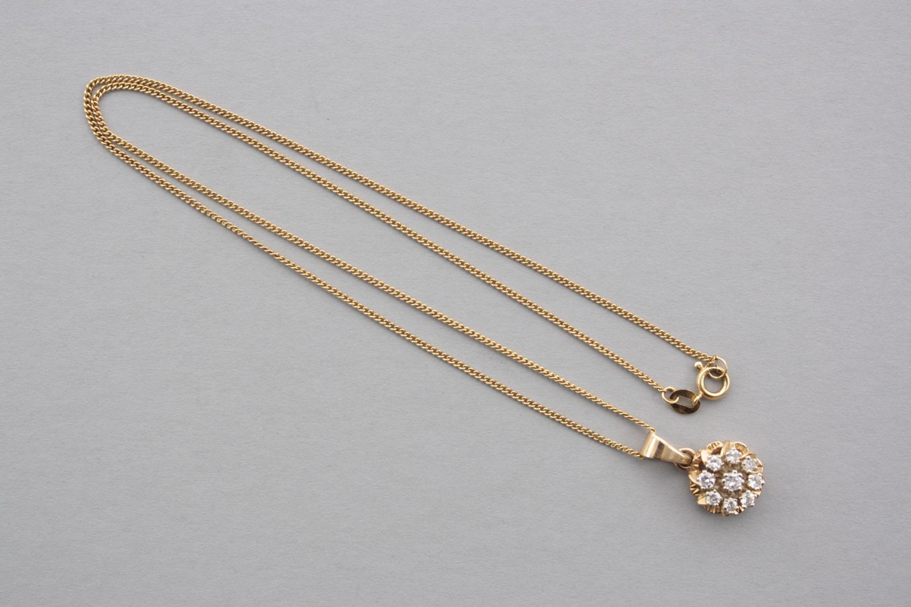 Halskette mit Diamantanhänger, 18 Karat Gelbgold