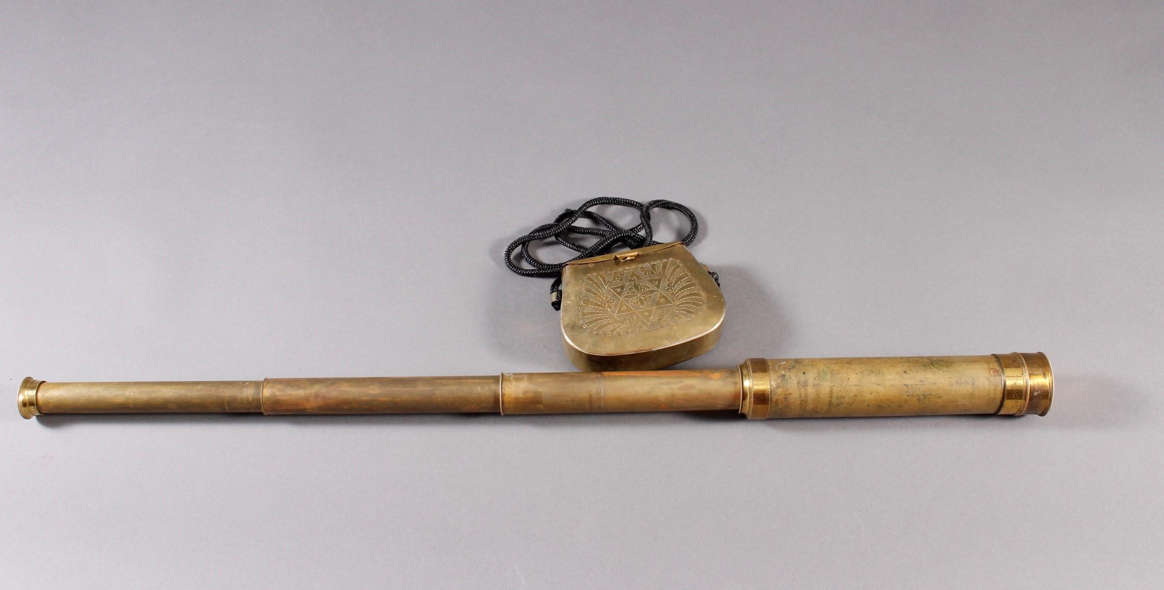 Fernrohr und Munitionstasche 19. Jahrhundert