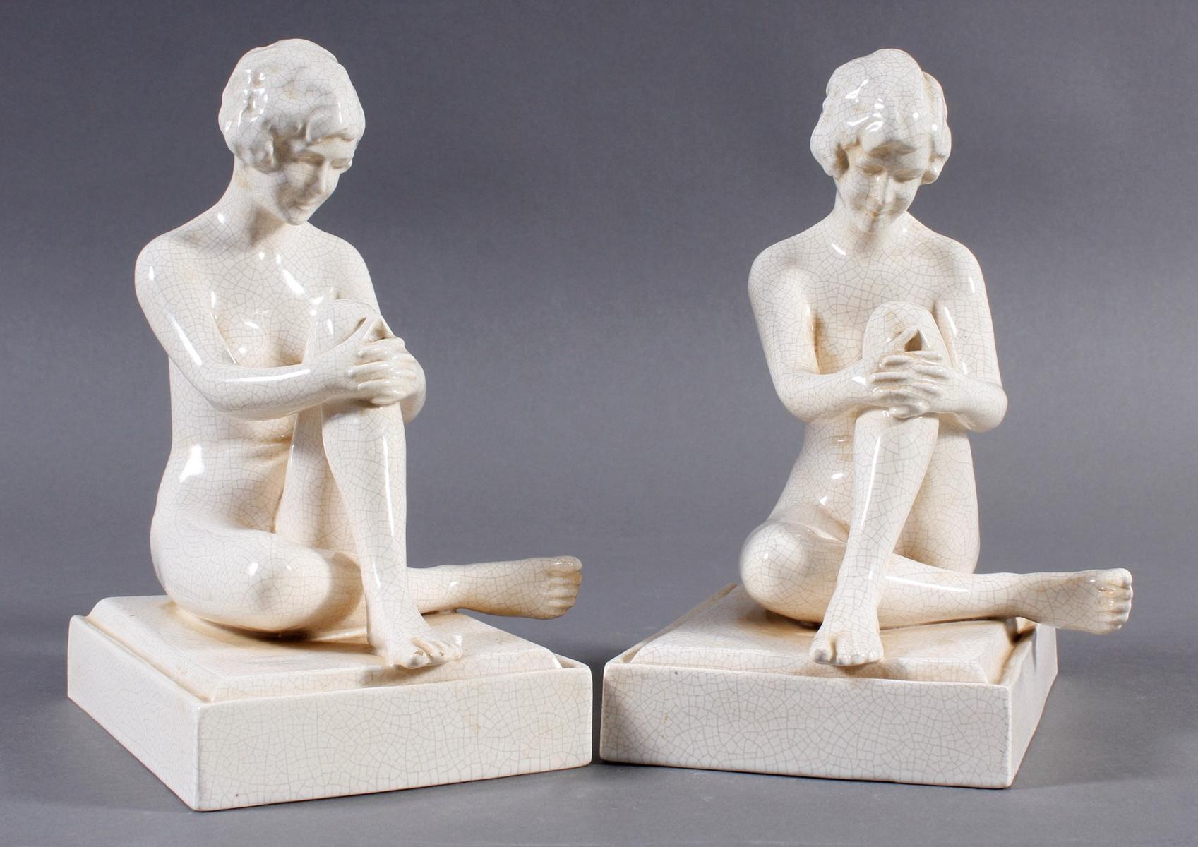 Paar Keramik Buchstützen, Sitzender Frauenakt, um 1925