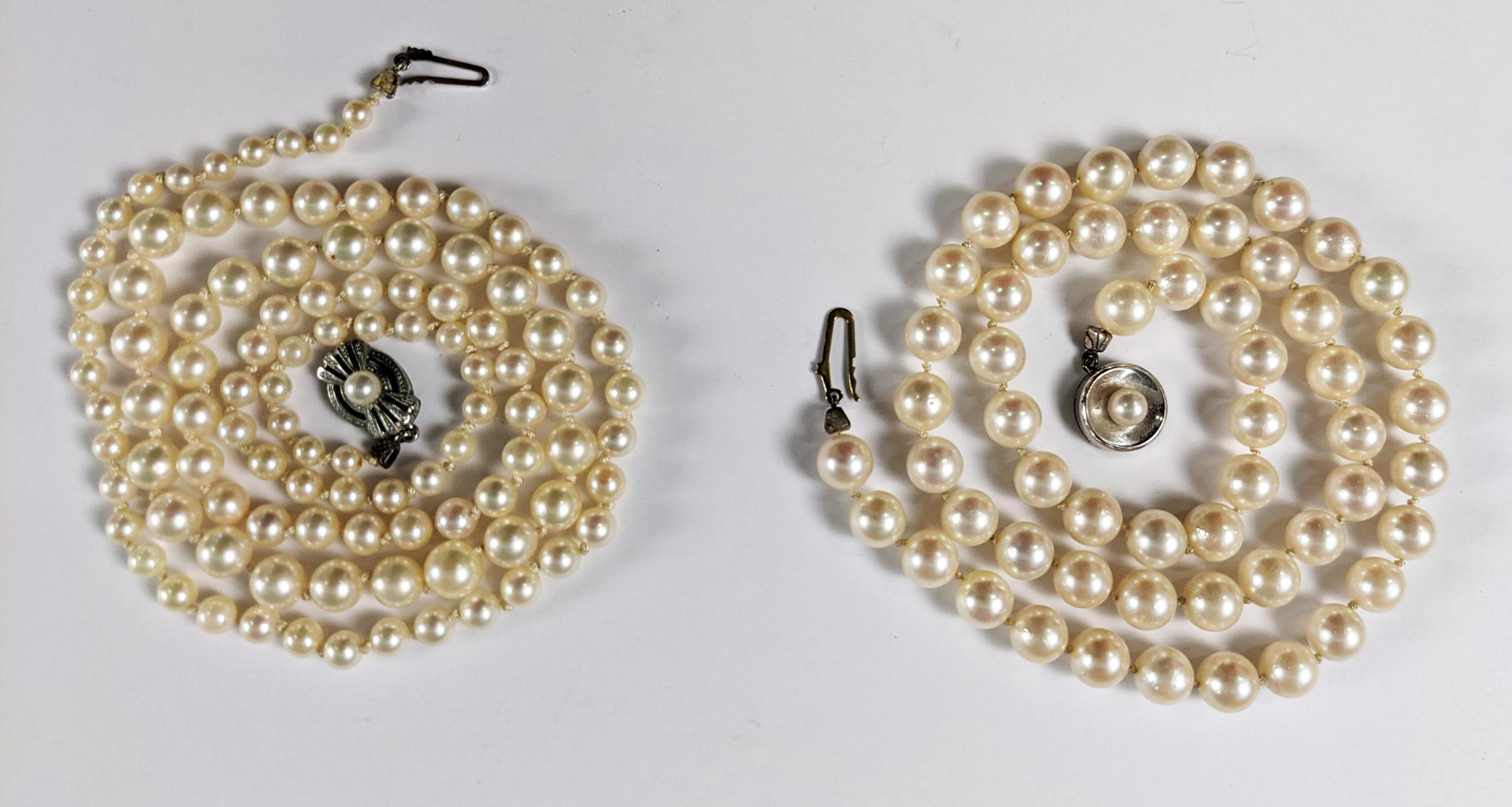 2 Perlenketten, Silber- und Goldverschluss