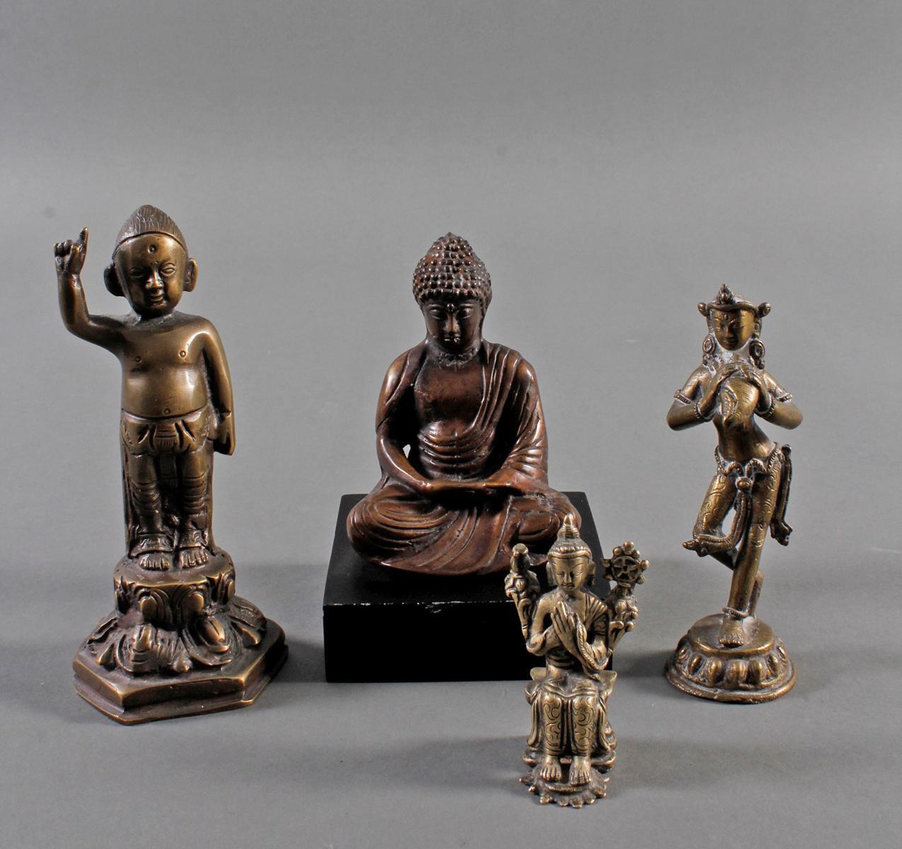 Konvolut von 4 Skulpturen