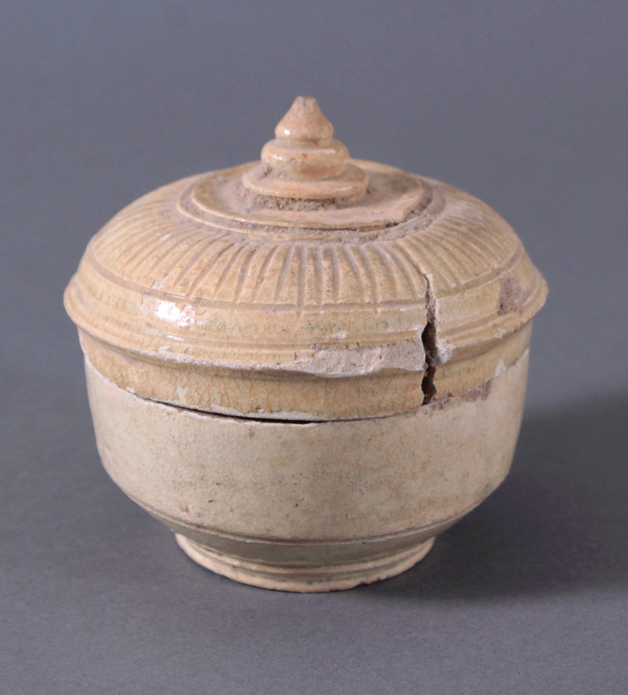 Rundes Deckelgefäß, Angkor-Periode