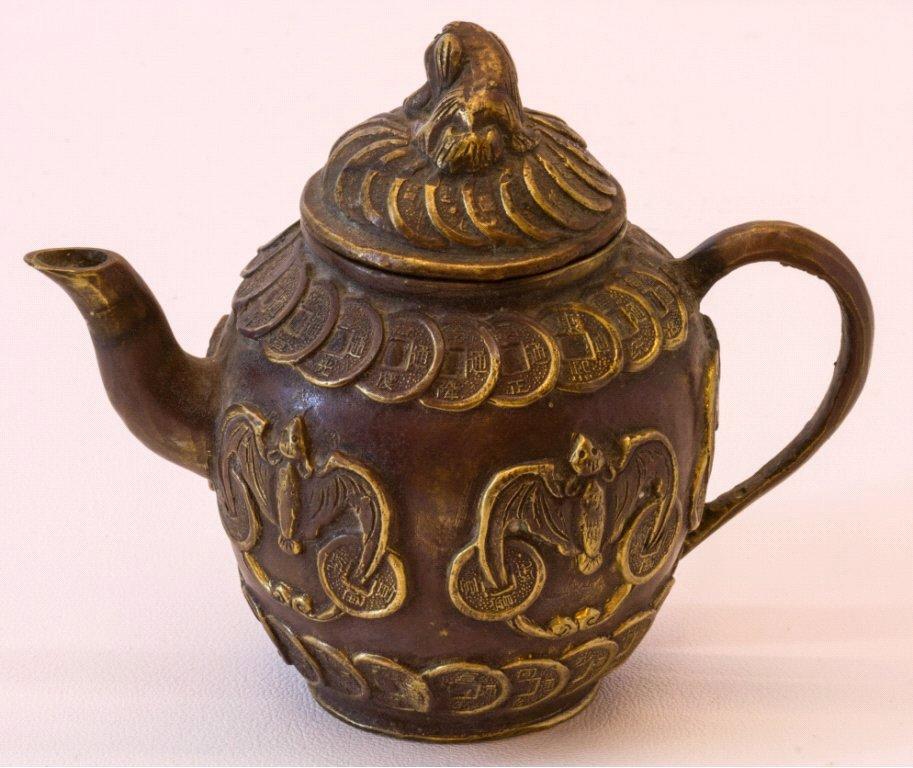 Teekanne aus Bronze, China um 1900