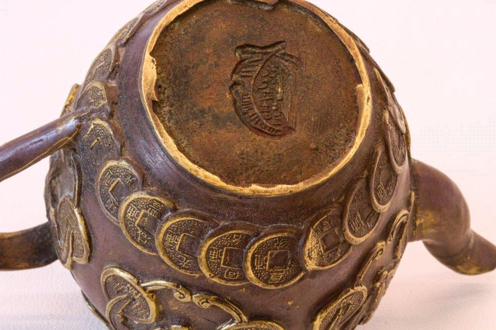 Teekanne aus Bronze, China um 1900-2