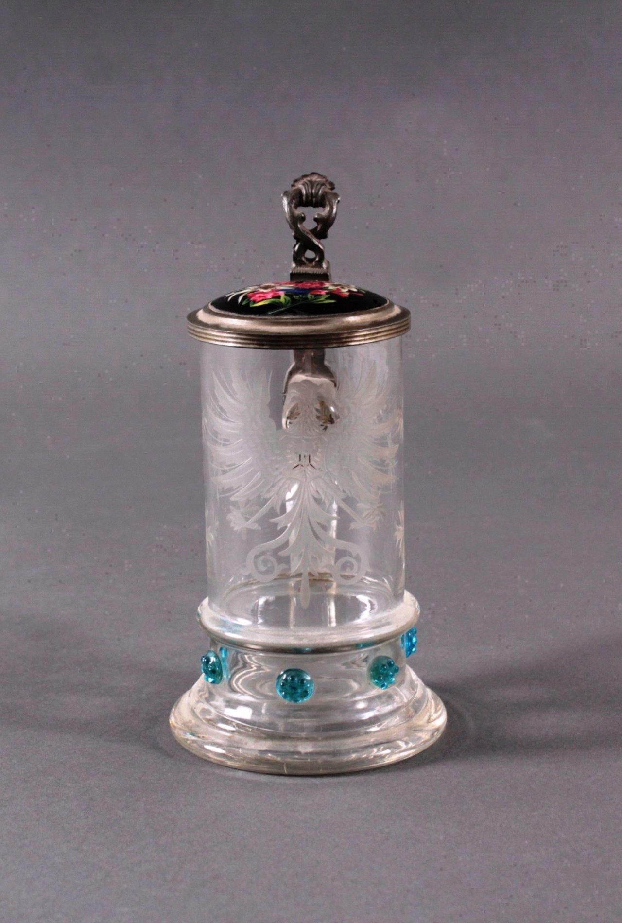 Heraldischer Glaskrug mit Zinndeckel-1