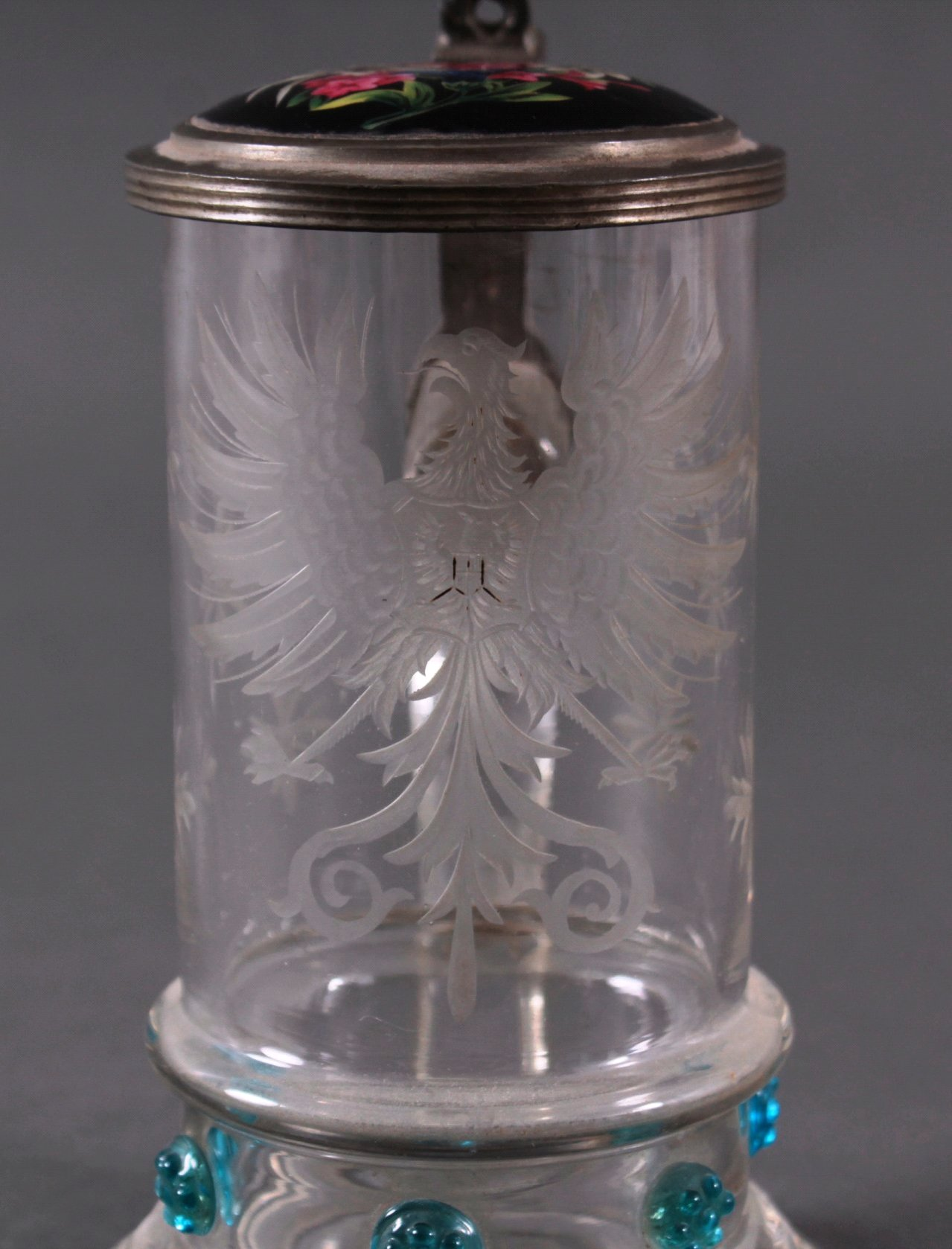 Heraldischer Glaskrug mit Zinndeckel-2