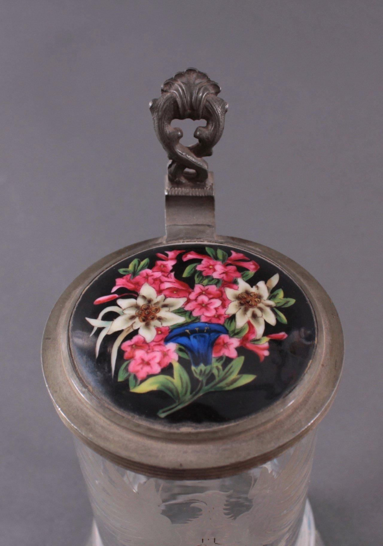 Heraldischer Glaskrug mit Zinndeckel-3