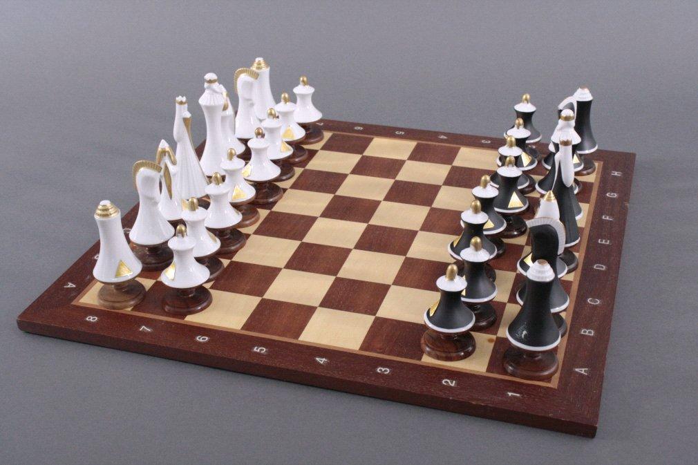 Schachspiel der Manufakutur Royal Dux Bohemia