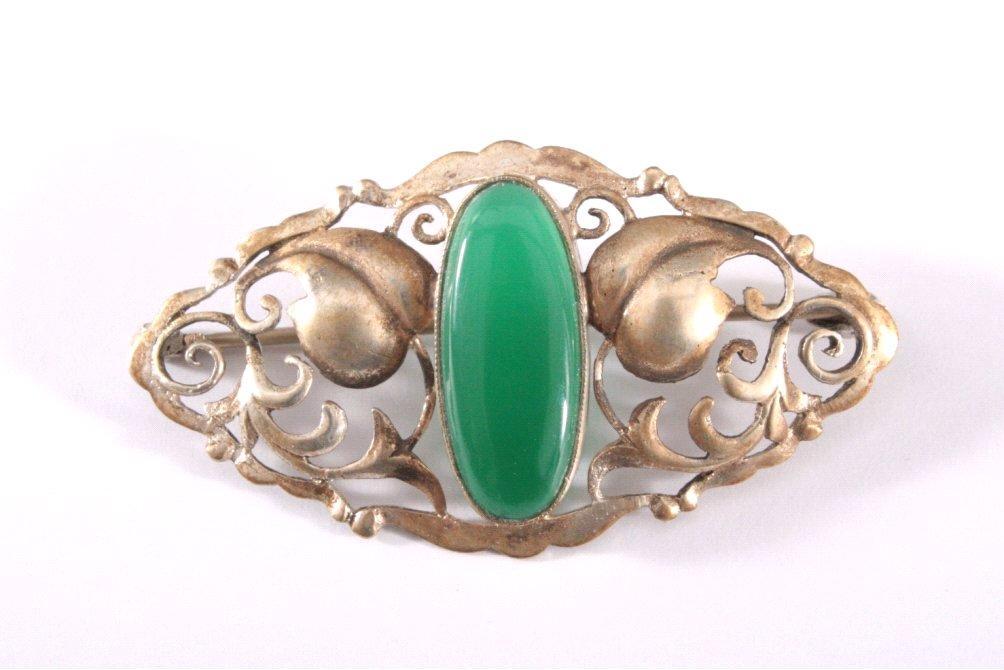 Antike Silber-Brosche mit Jade, vergoldet