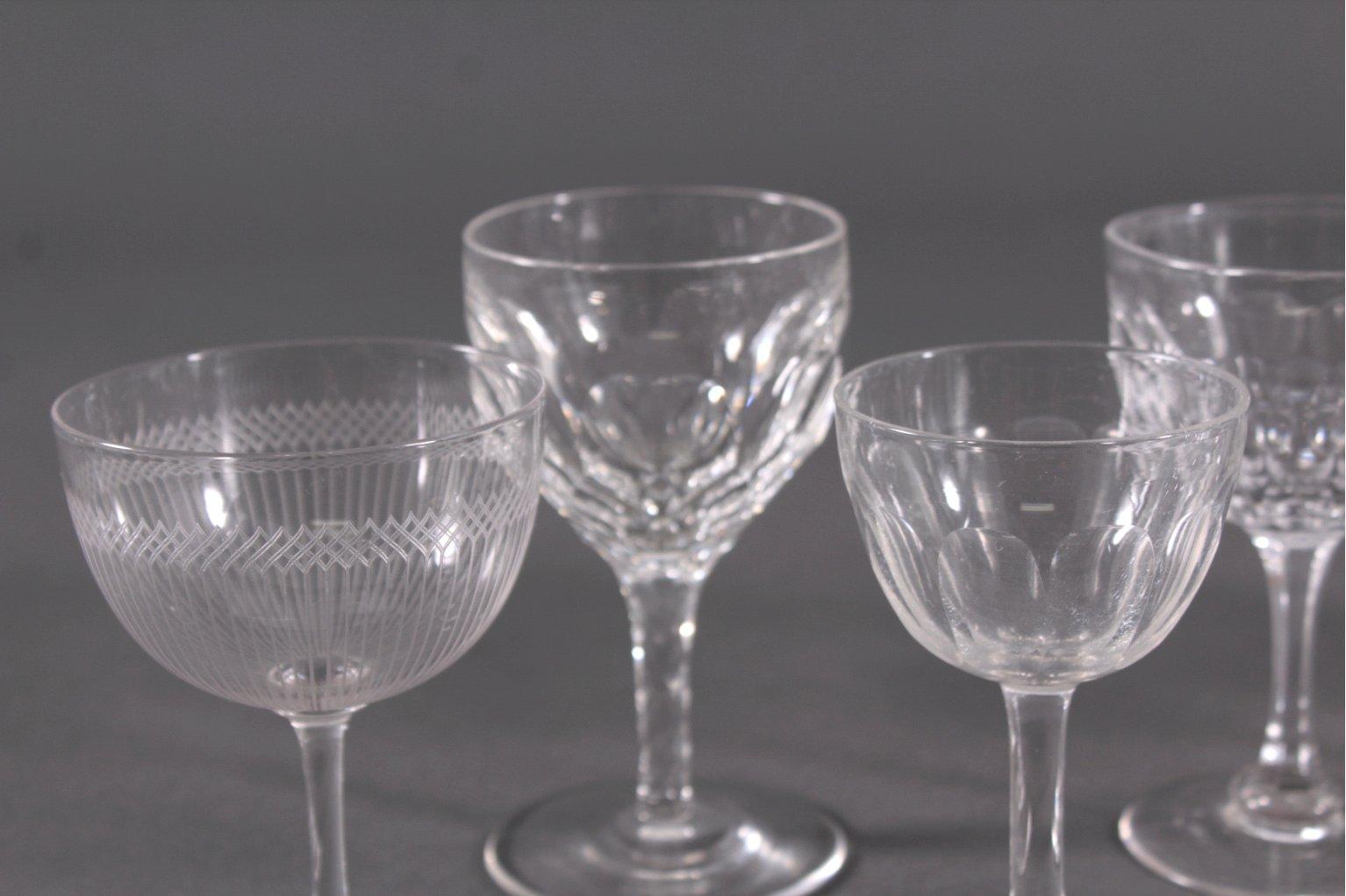 Acht diverse Gläser, 19./20. Jh.-1