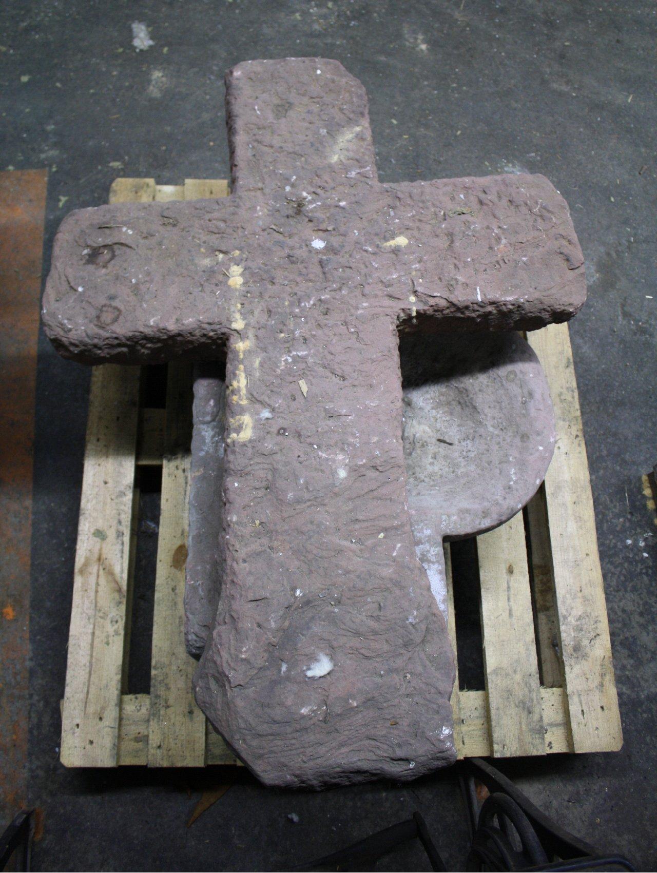 Antikes Sandstein Kreuz und Trog-1
