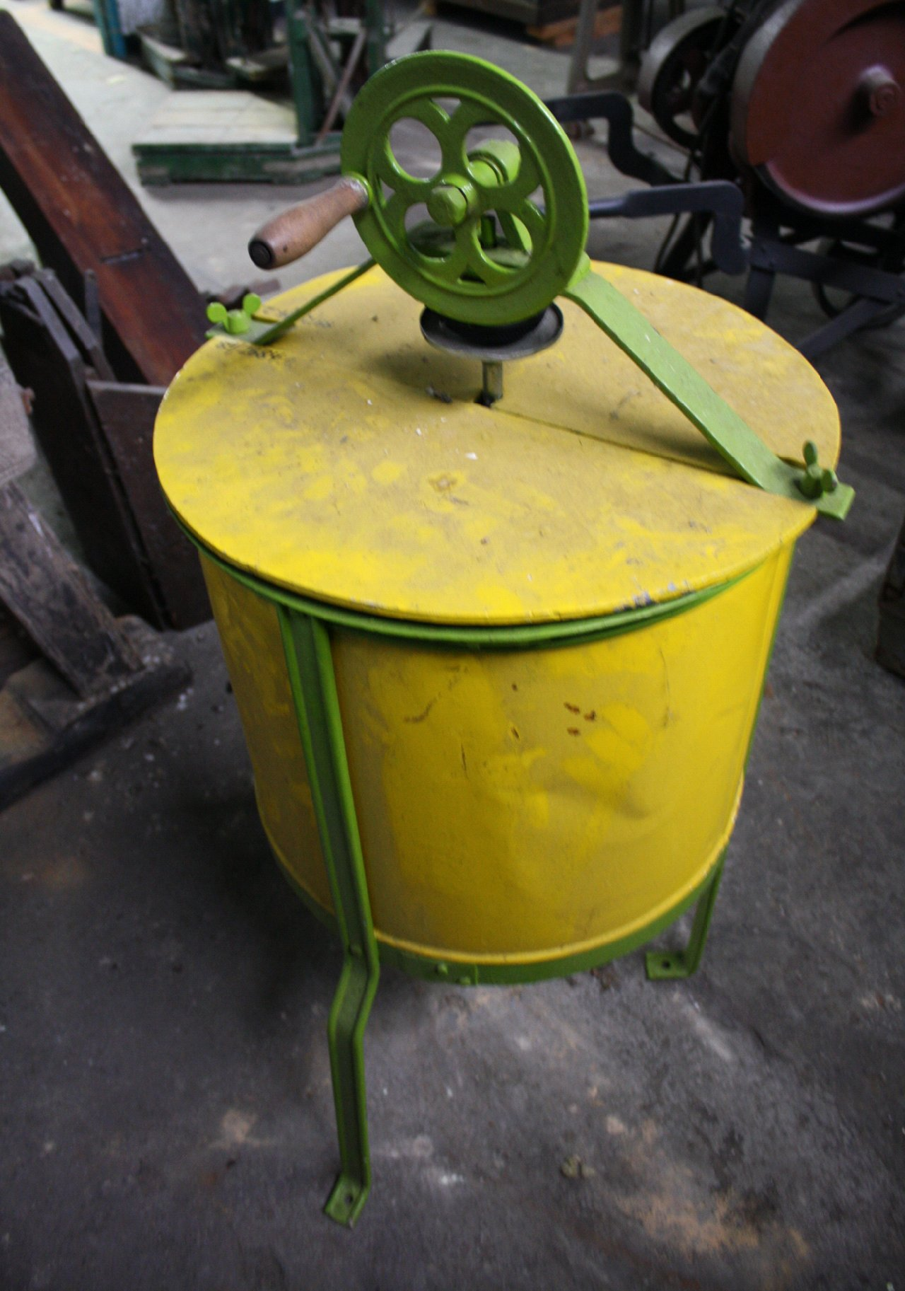 Antike Honigschleuder-1