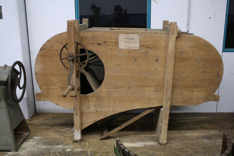 Landwirtschaftliche Maschine mit Holzgestell
