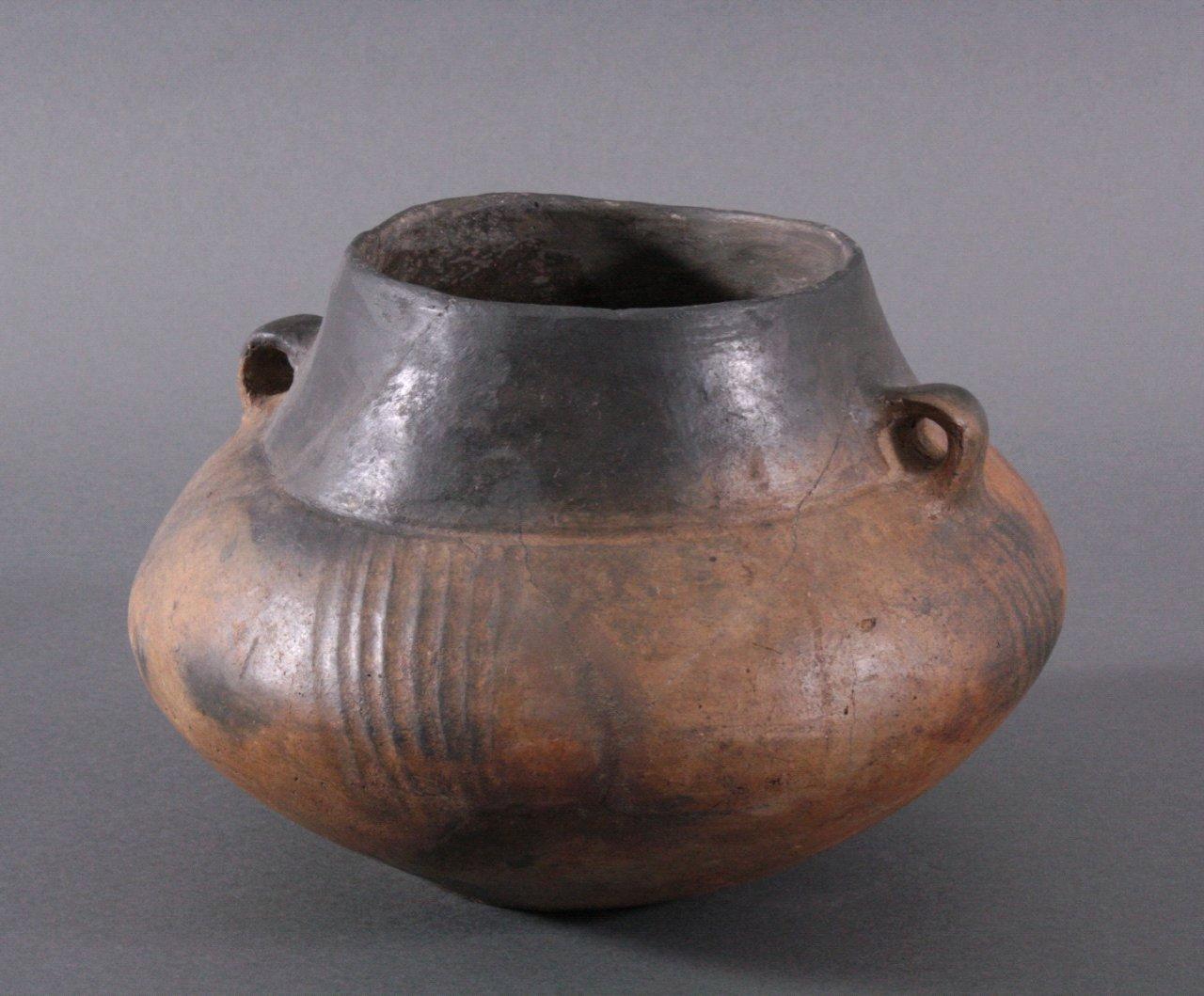 Gefäß der Lausitzer Kultur (900-500 v. Chr.)-1