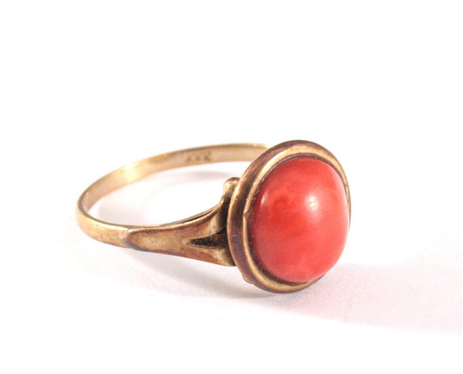 Antiker Damenring mit roter Koralle-1