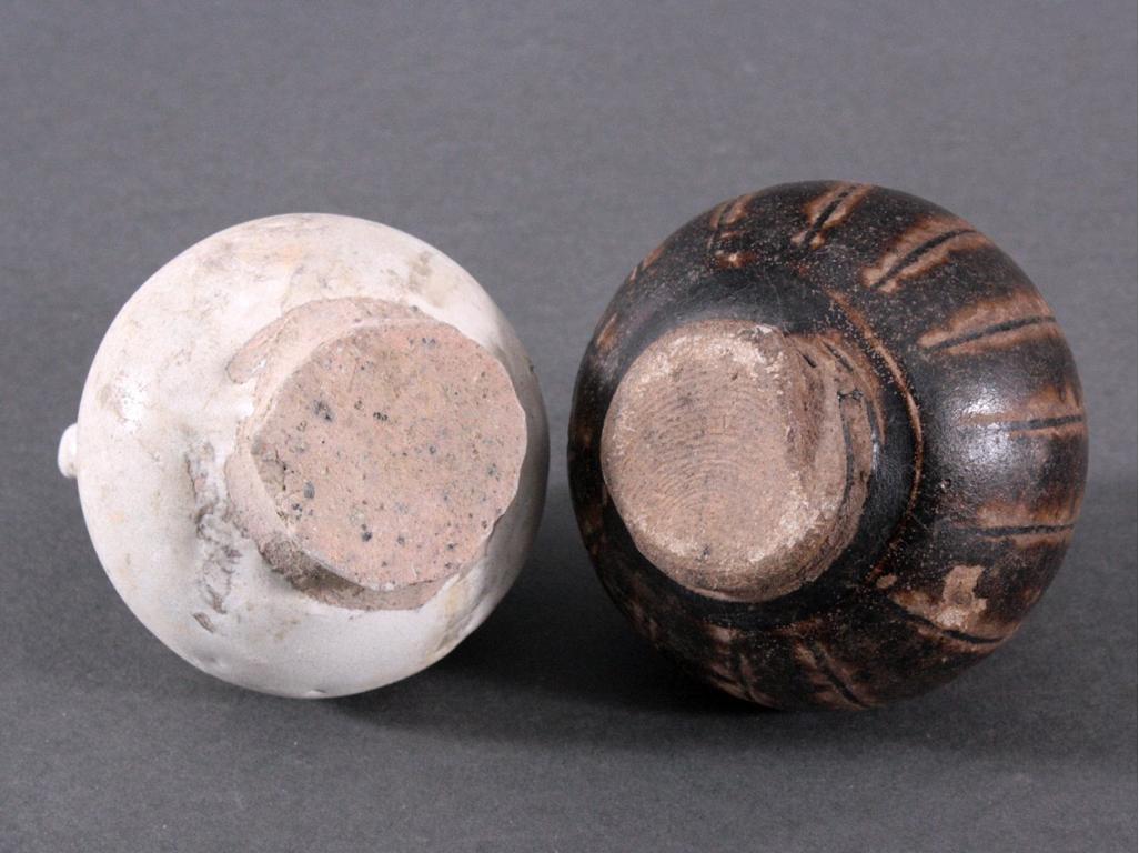 2 Kleine Vorratsgefäße, Angkor-Periode 12./13. Jh.-1
