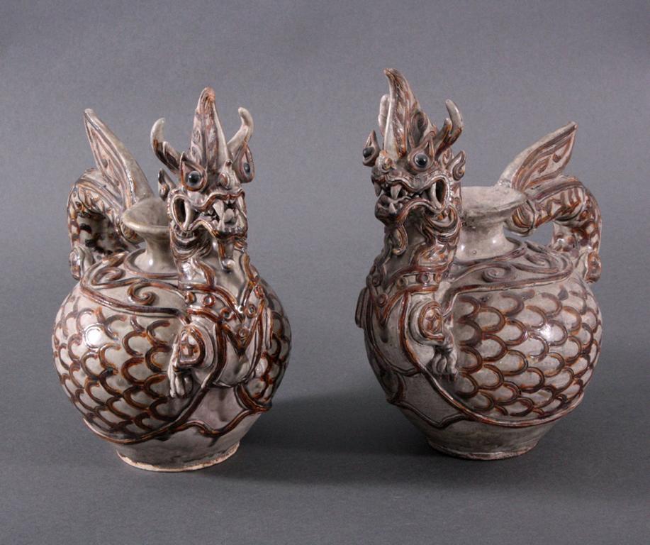 Paar Vorratsgefäße in Form von Drachen