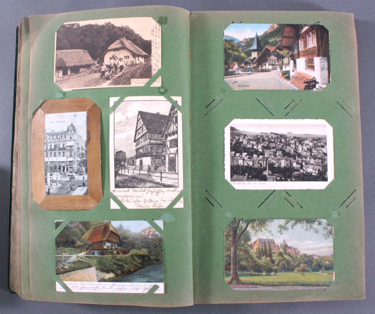 Prall gefülltes Album mit ca. 390 Postkarten-7
