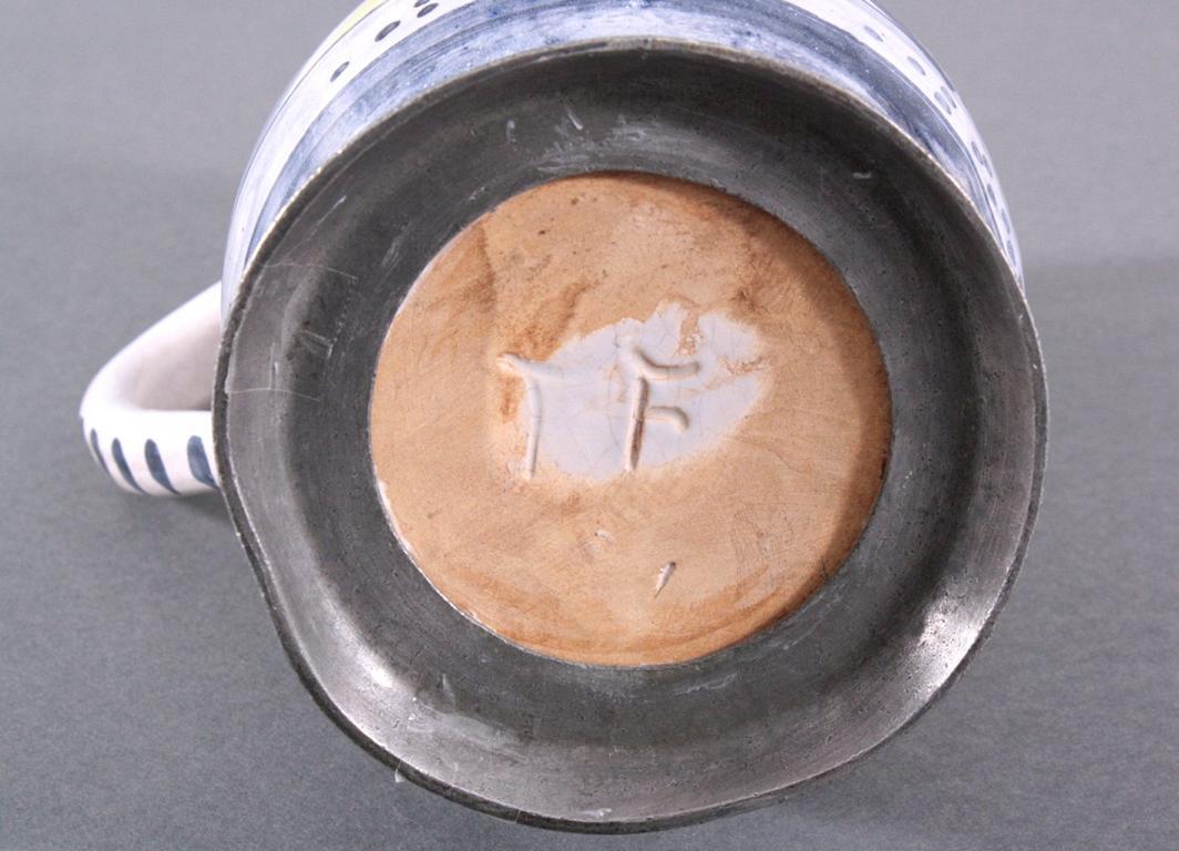 Birnkrug mit Zinndeckel, Fayence-2