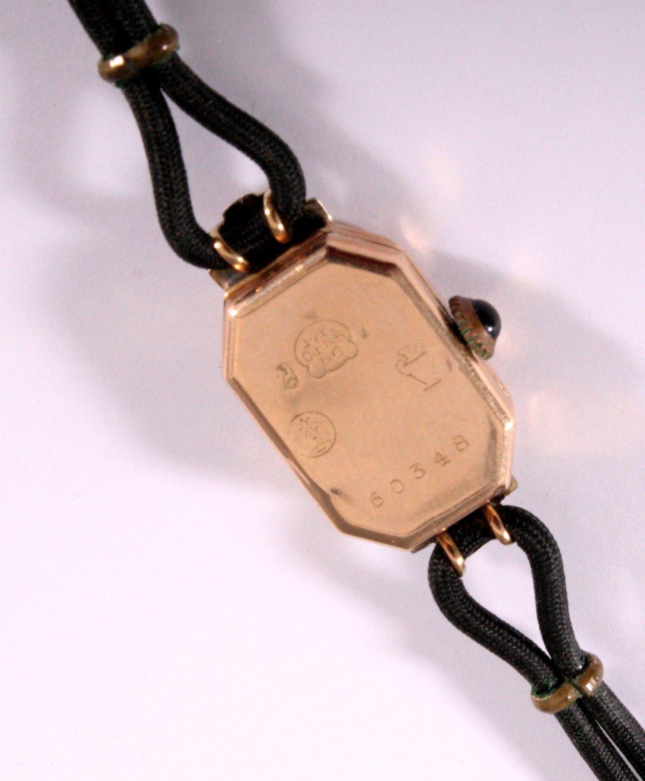 Goldene Art Deco Damenarmbanduhr-2
