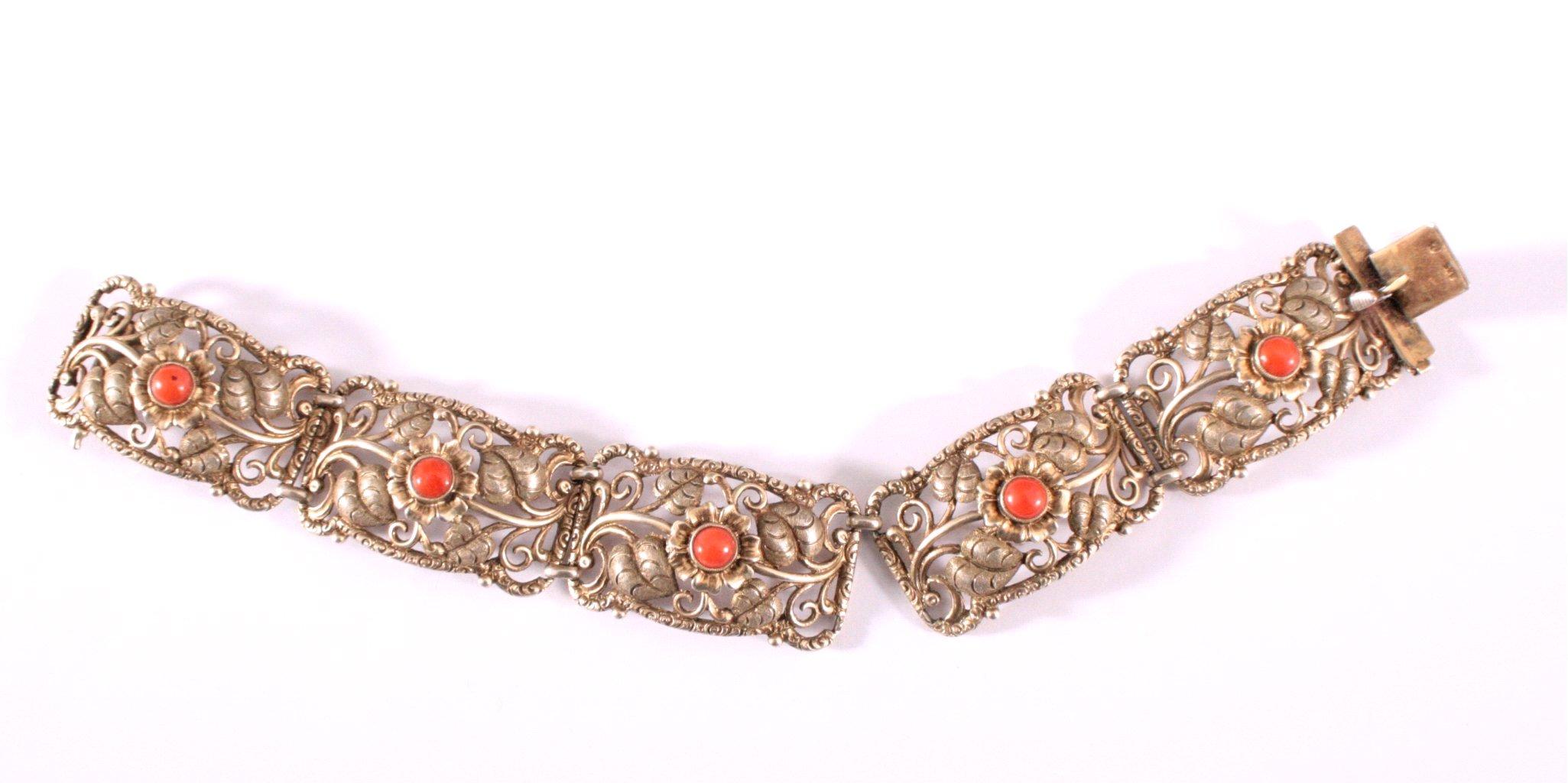 Antikes Silberarmband mit roter Koralle
