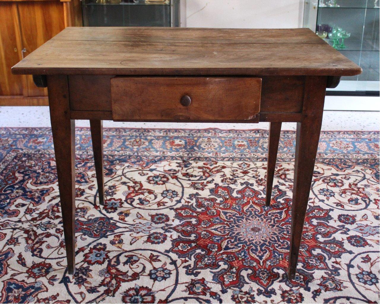 Tisch. 1. Hälfte 19. Jahrhundert
