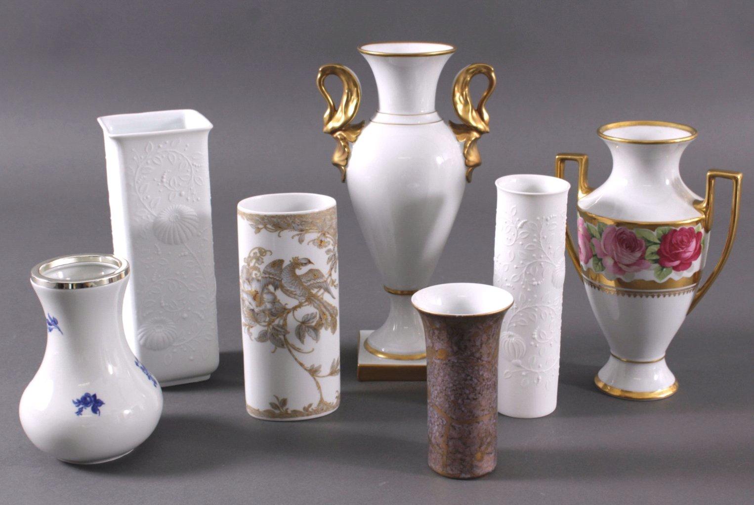 Sechs unterschiedliche Porzellanvasen