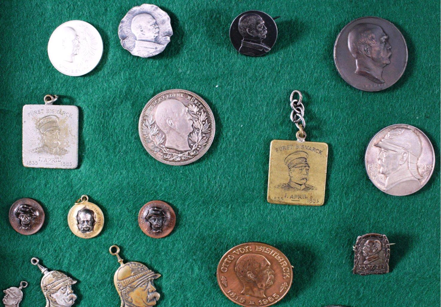 Konvolut Abzeichen und Medaillen, Thema von Bismarck-1