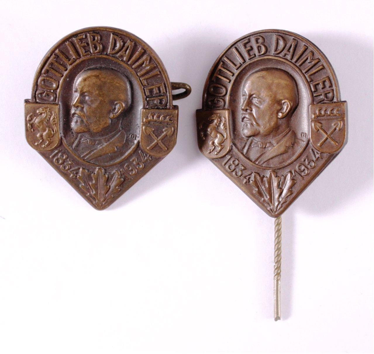 2 Abzeichen 100. Geburtstag Gottlieb Daimler 1934