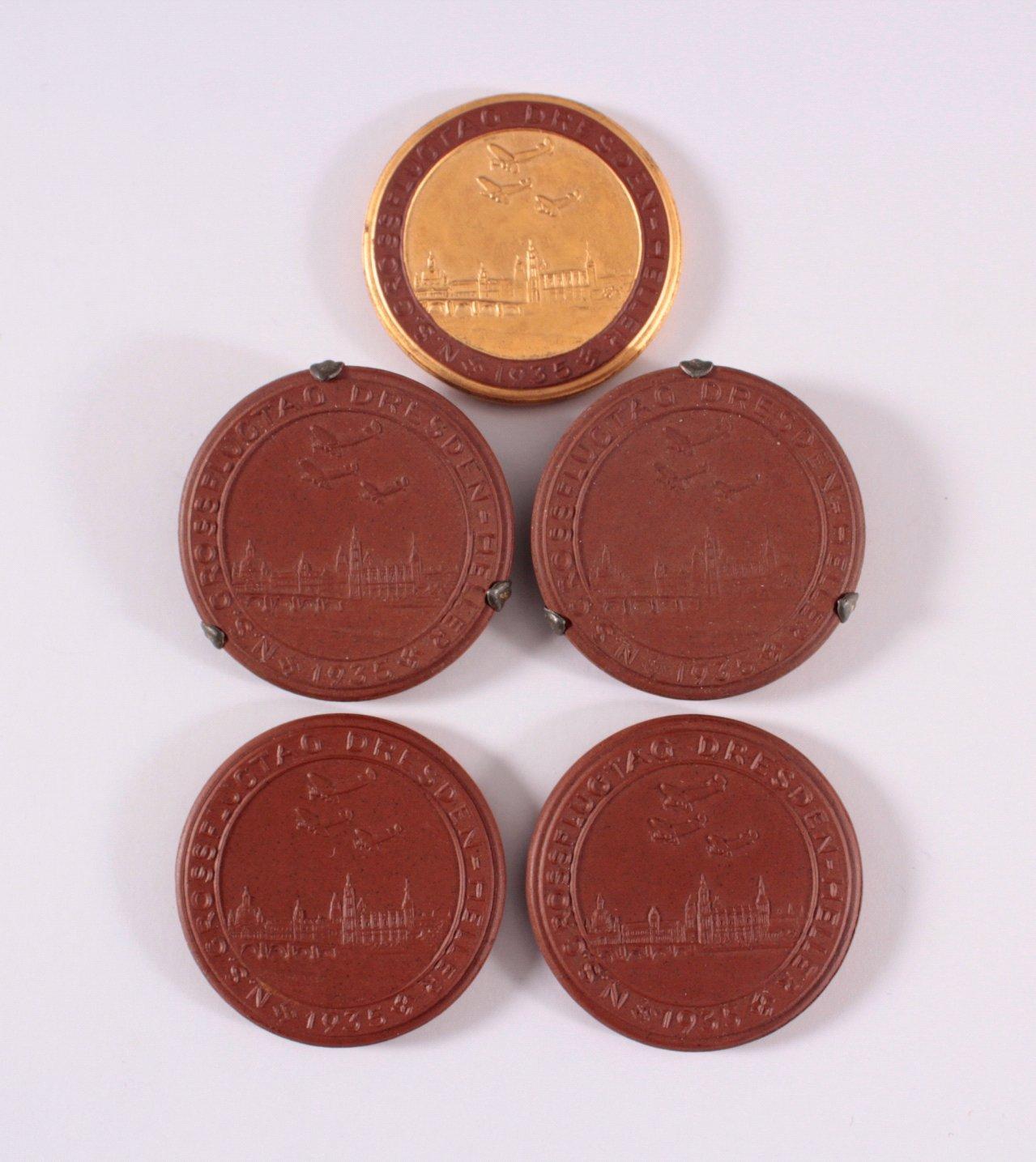 5 Steinzeug Medaillen N.S. Grossflugtag Dresden-Heller 1935