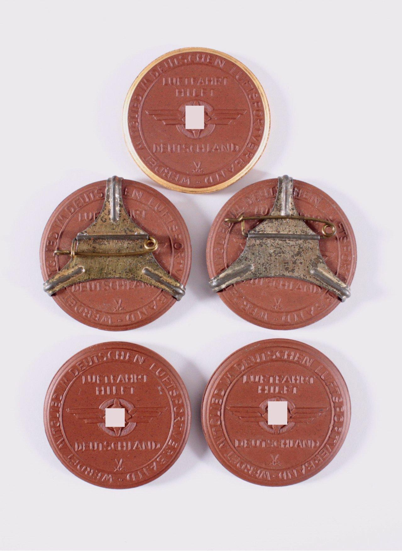 5 Steinzeug Medaillen N.S. Grossflugtag Dresden-Heller 1935-1
