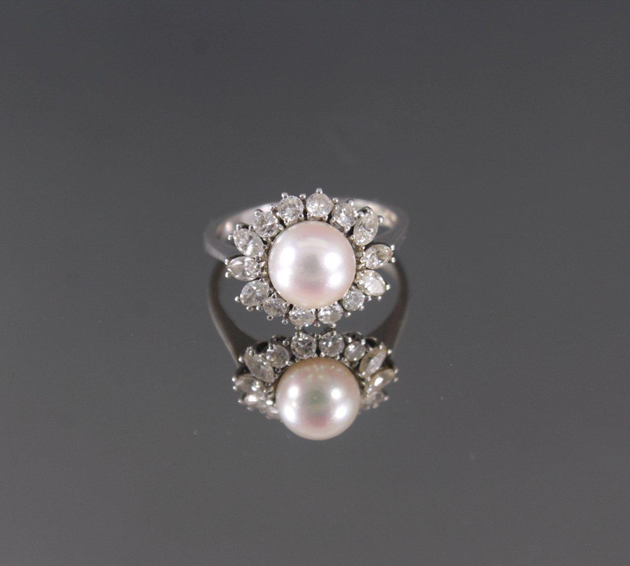 Damenring mit Zuchtperle und 14 Diamanten