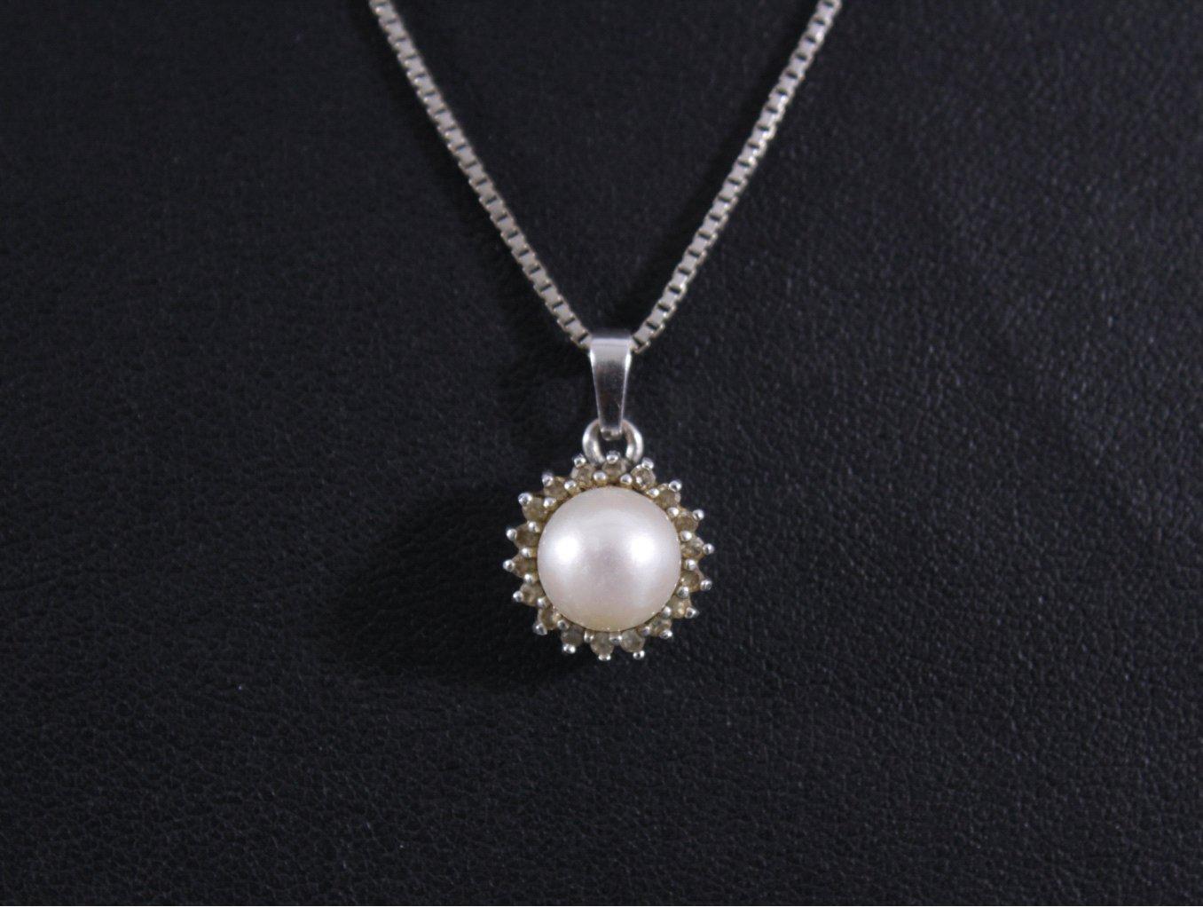 Halskette mit Perlanhänger-1