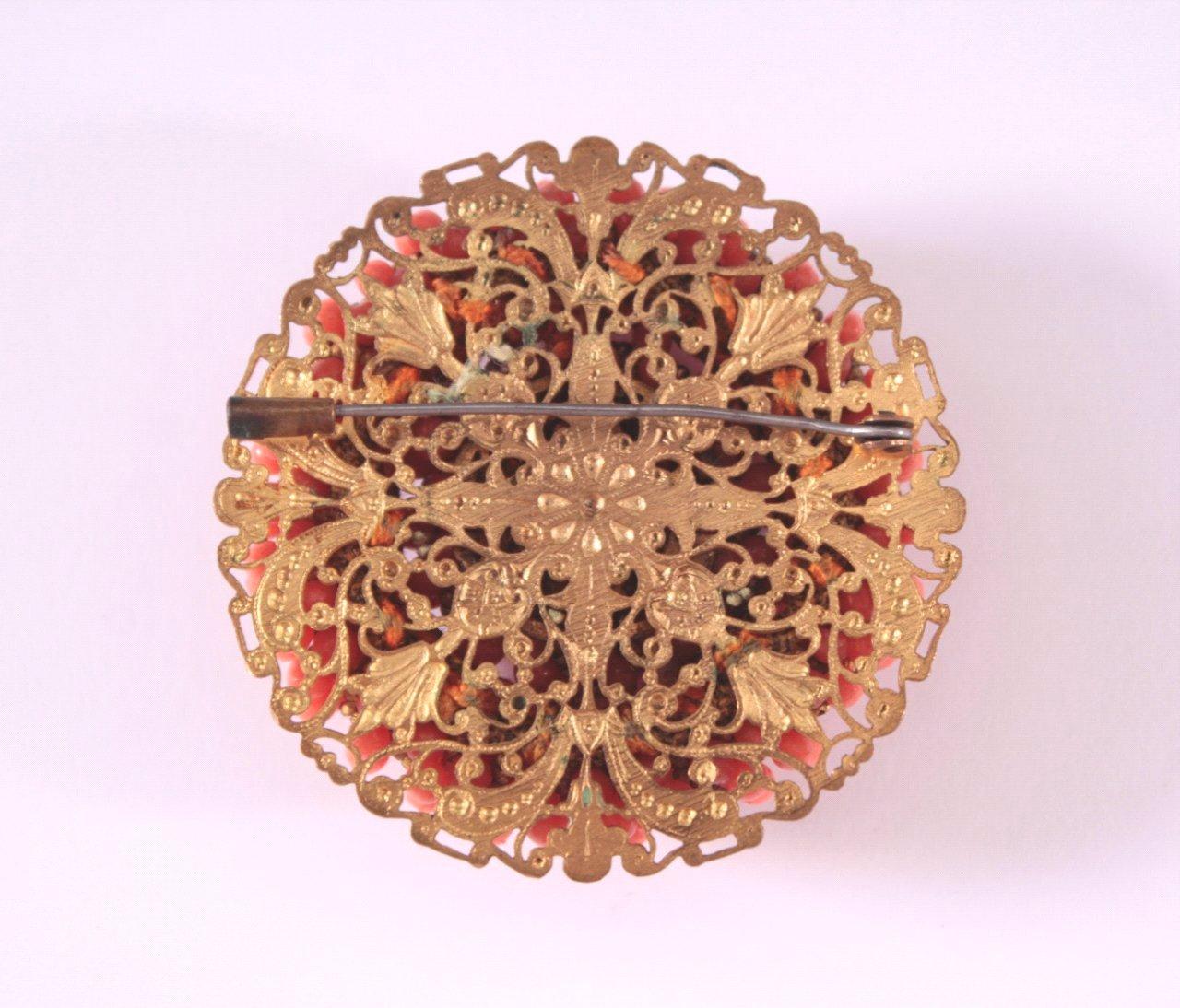 Brosche mit roter Koralle um 1900-1