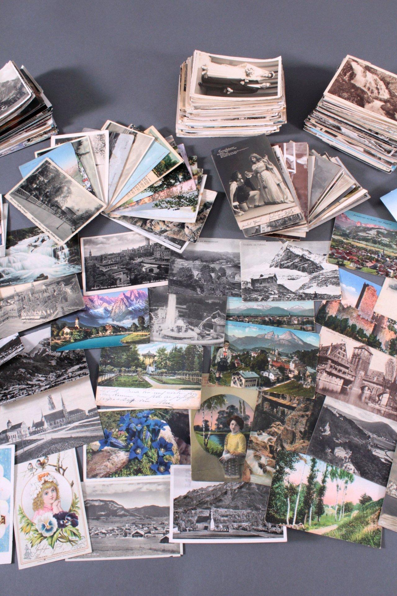 Über 200 Ansichtskarten