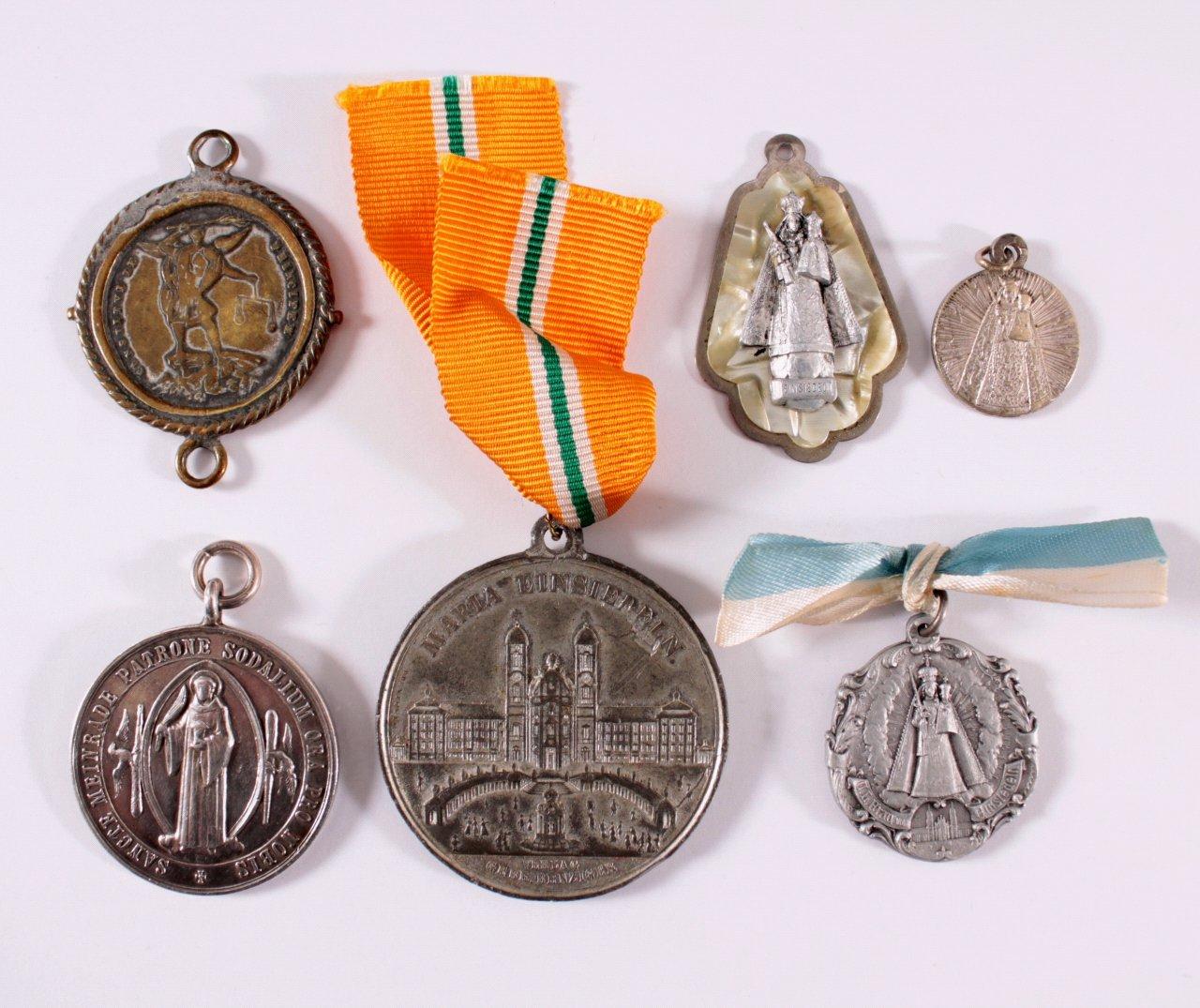 Konvolut Medaillen und Anhänger Einsiedeln
