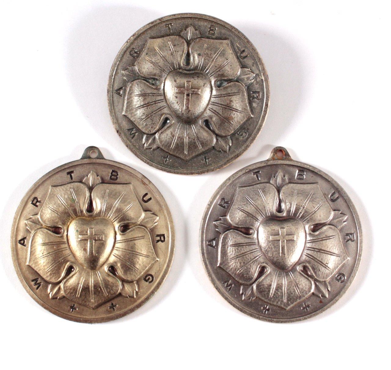 3 Medaillen/ Anhänger Wartburg mit der Lutherrose