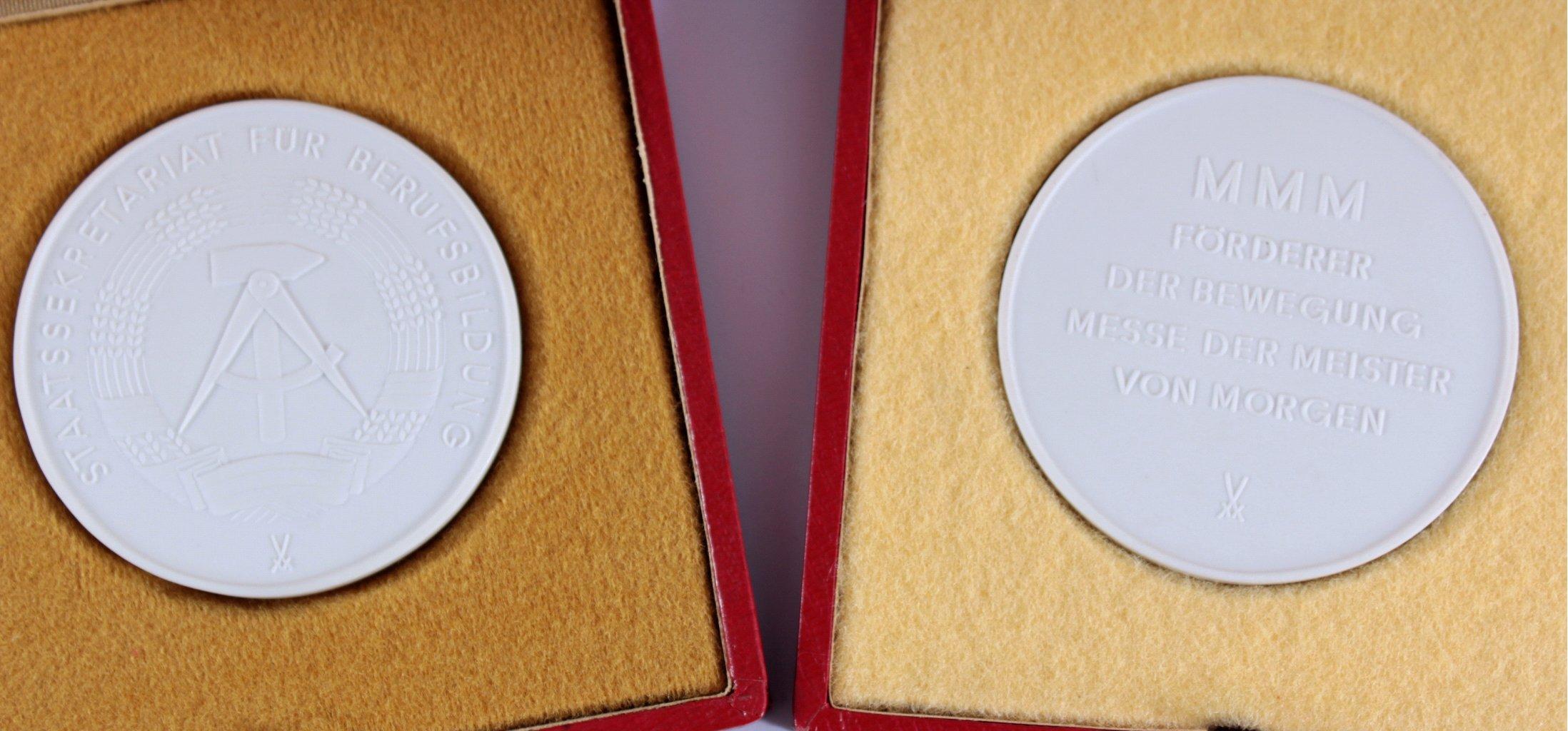 Konvolut Anstecker und Medaillen FDJ-4