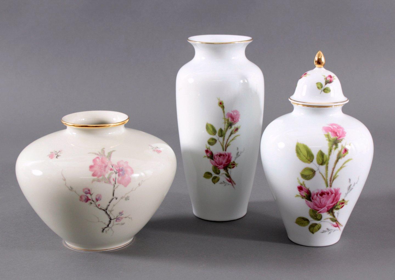 Drei Porzellan Vasen
