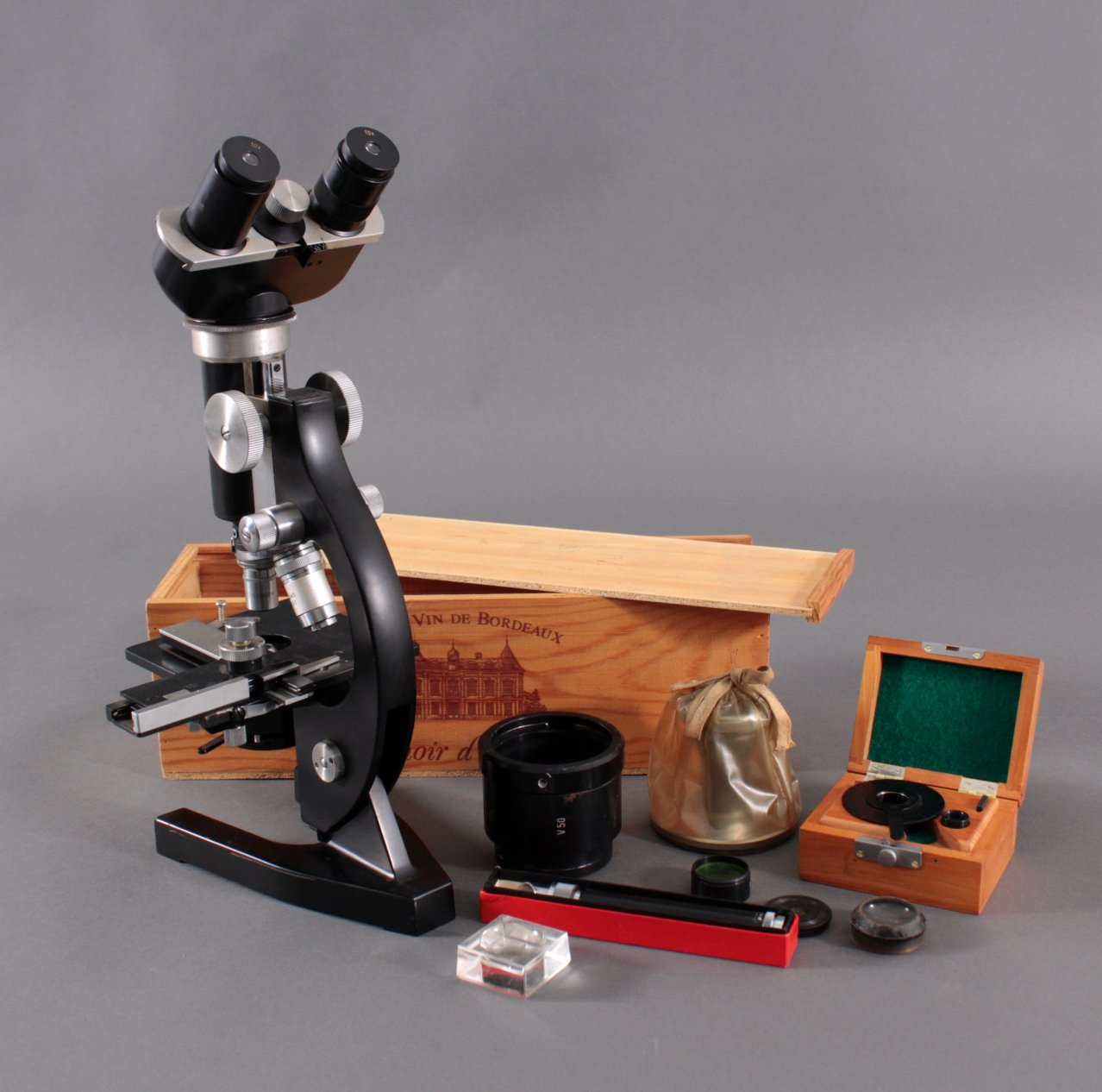 Mikroskop der Marke Kosmos, Lehrmittel Stuttgart