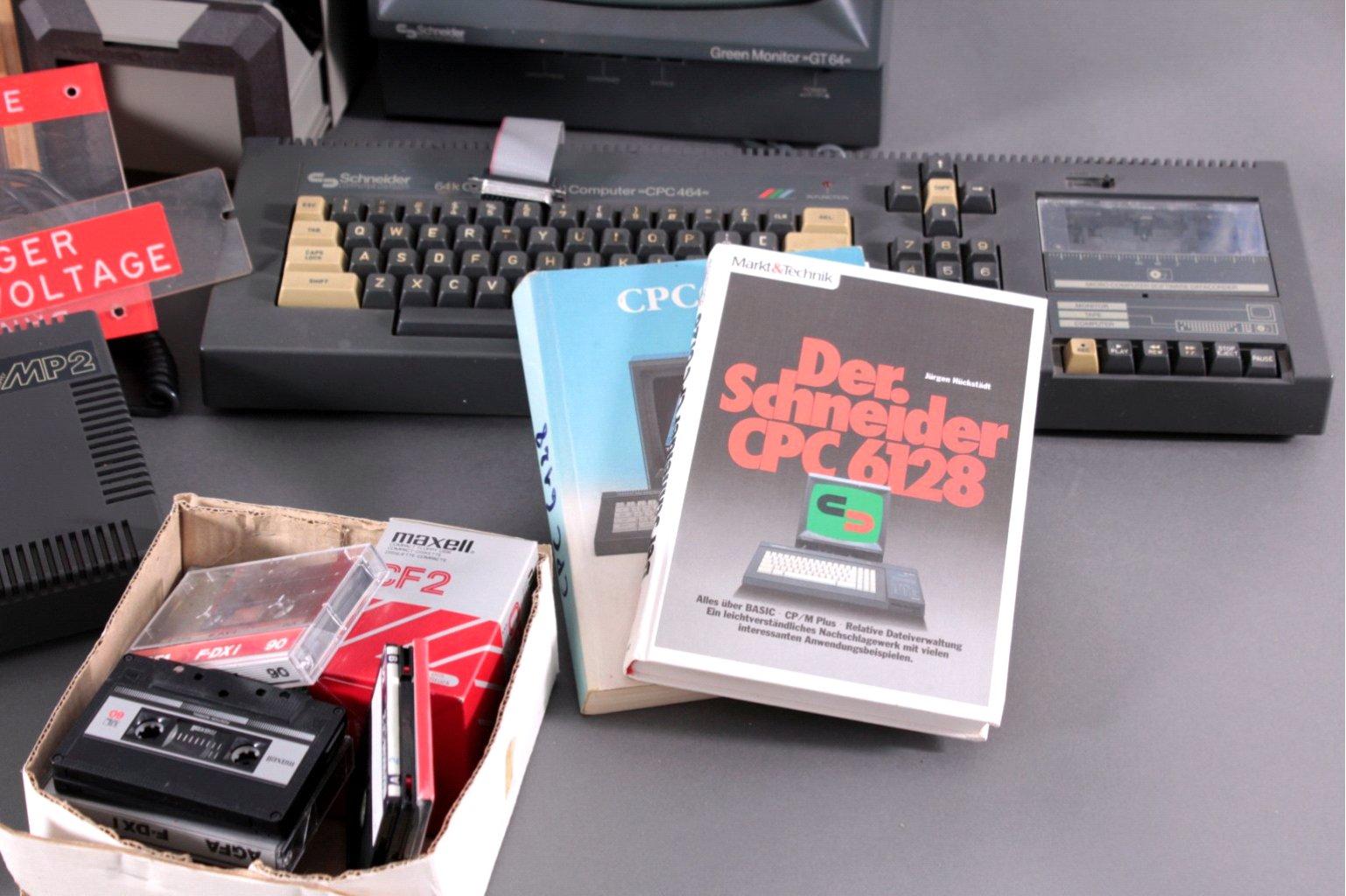 2 Computer mit reichlich Zubehör-3