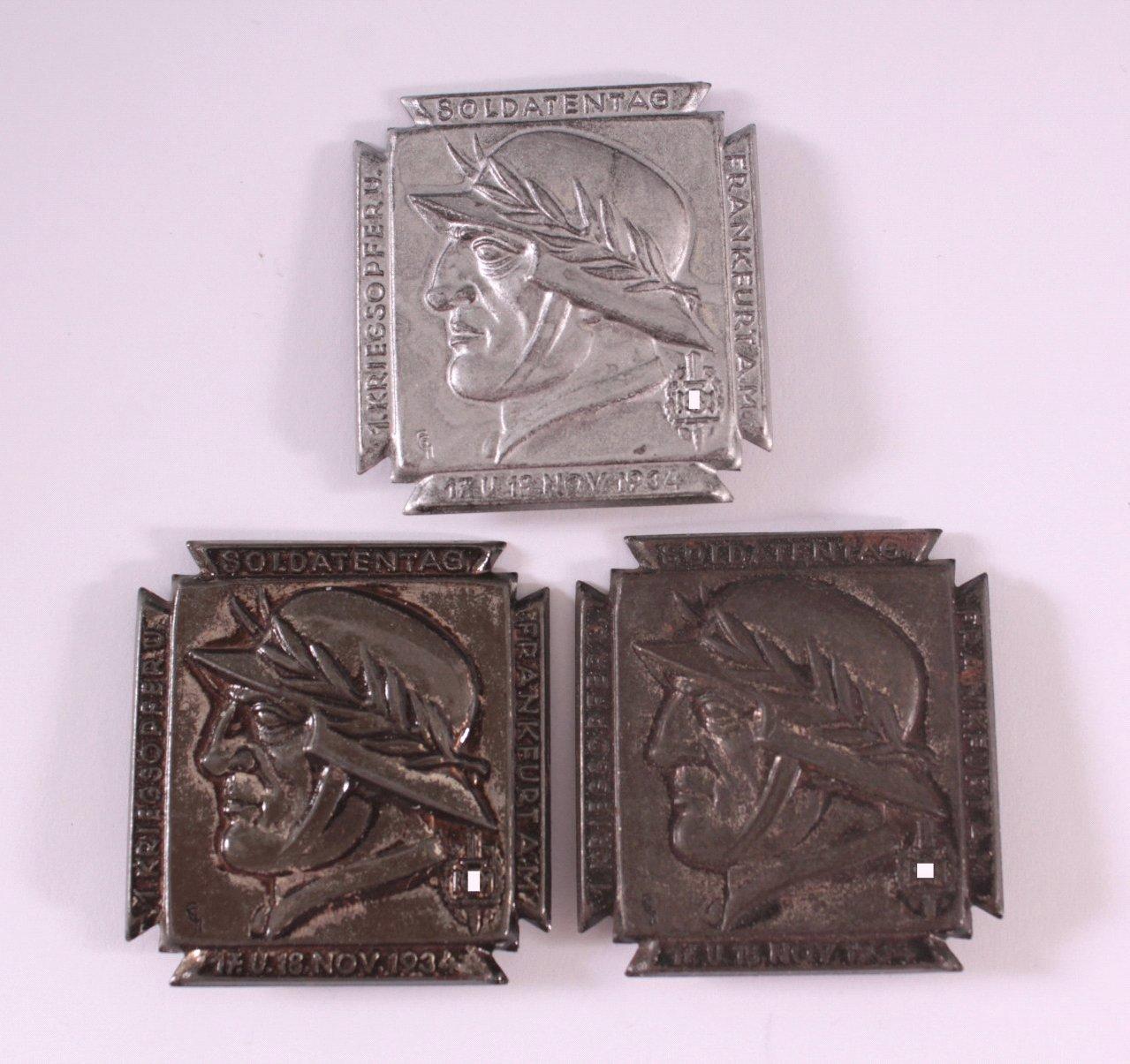 3 Abzeichen 1. Kriegsopfer- und Soldatentag 1934