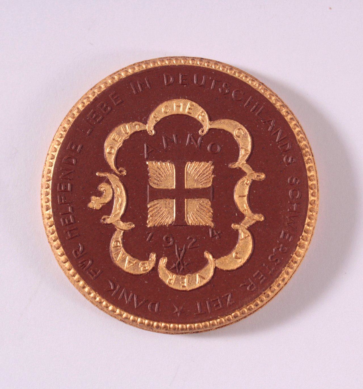 Böttger Steinzeug Medaille Caritas Verband 1924-1