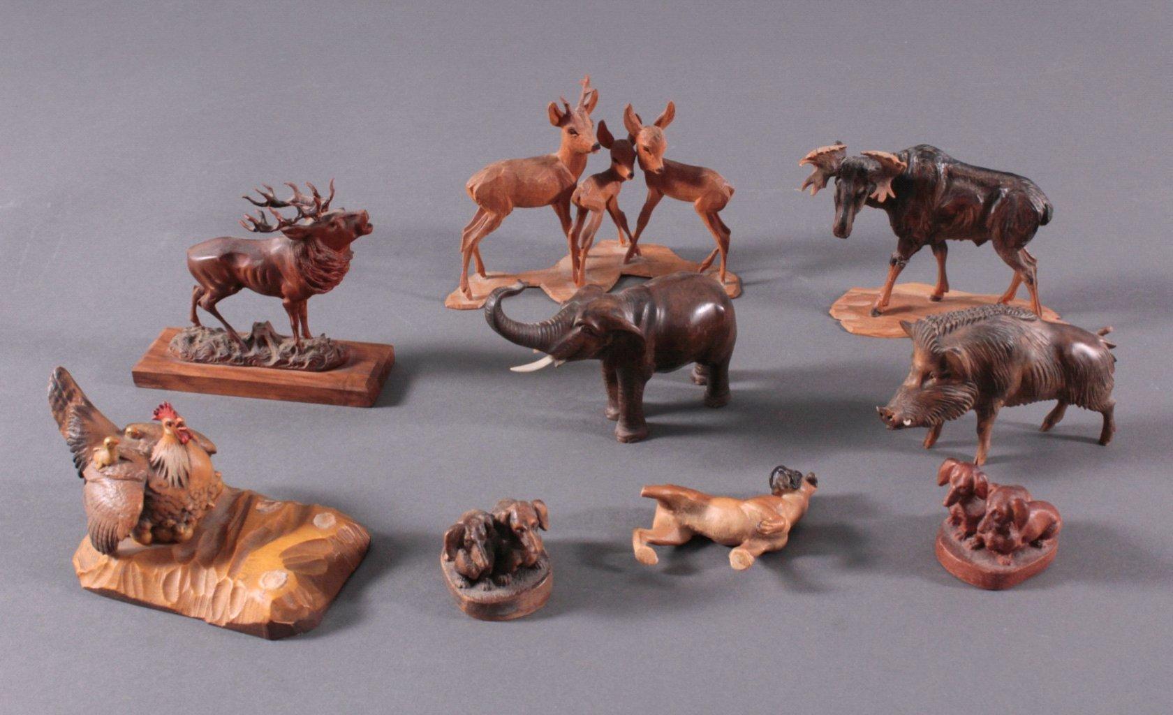 Neun Holz-Tierfiguren