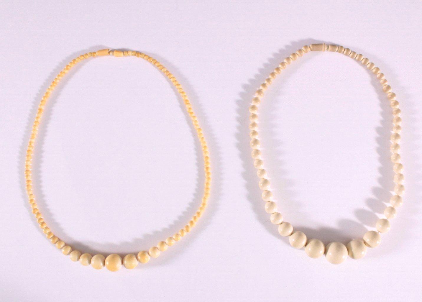 2 Halsketten aus Elfenbeinkugeln aus den ca. 20er Jahren