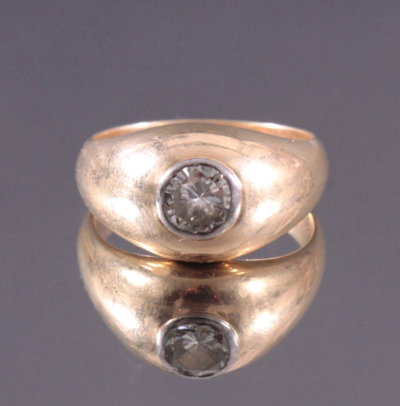 Herrenring mit großem Diamant, 585/000 Gelbgold