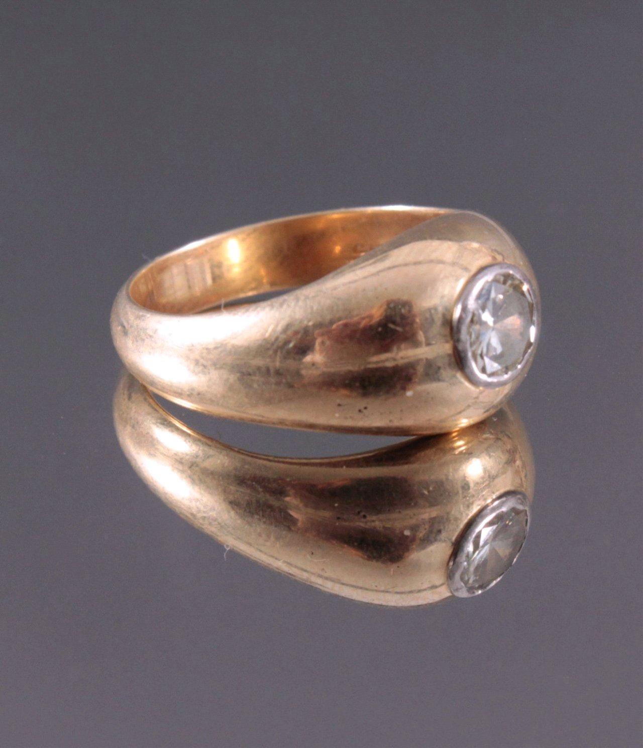 Herrenring mit großem Diamant, 585/000 Gelbgold-1