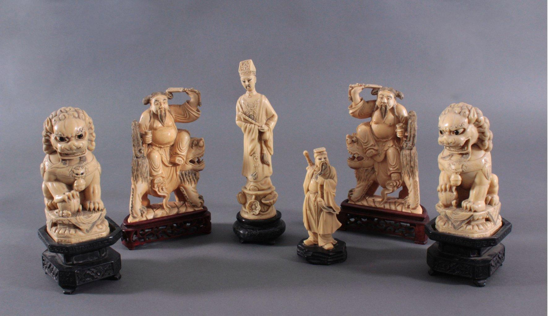 Fünf Asiatische Figuren in Elfenbeinoptik