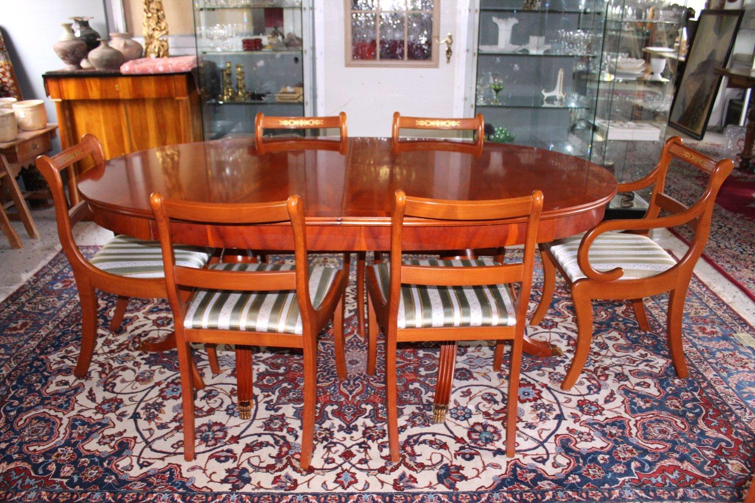Esstisch und 6 Stühlen, Stilmöbel