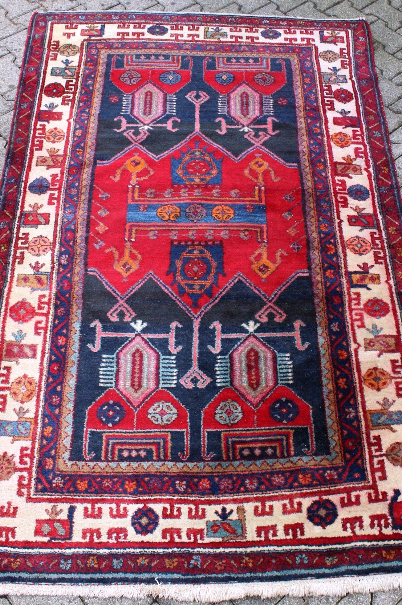 Antiker Teppich, Pflanzenfarben